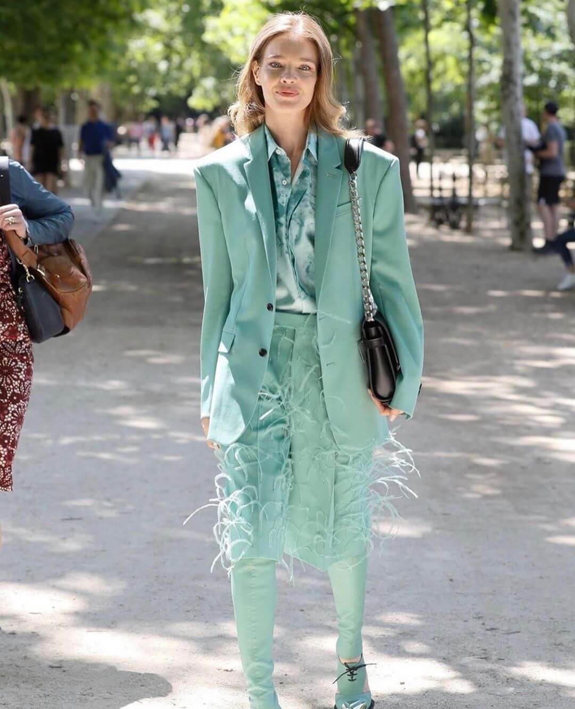 超模Natalia Vodianova亦曾穿上misty jade total look示人。