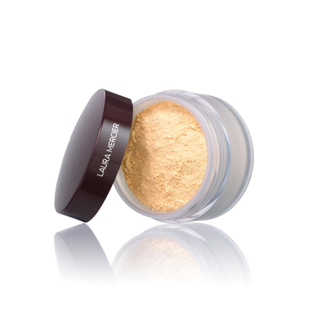 LAURA MERCIER柔光透明蜜粉—Honey $370/29g 蜜粉向來是LAURA MERCIER的皇牌,最近他們推出了新成員Honey,可以提亮暗沉和泛紅膚色,做到輕、透、薄的感覺,可以融入底妝又不怕有明顯的生硬面具感。