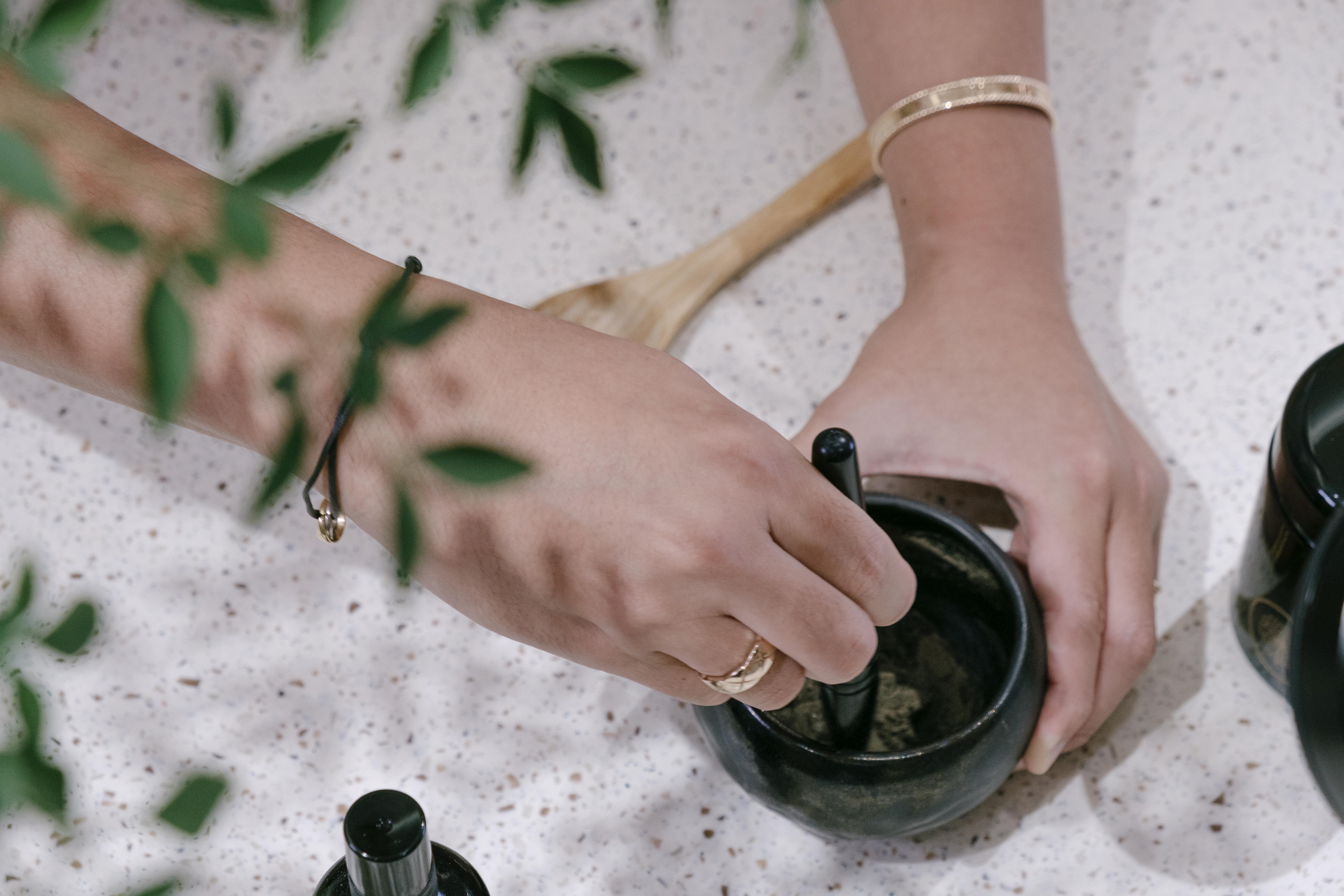 黑武士面膜需要客人自己親手調製,真正享受美容的過程。