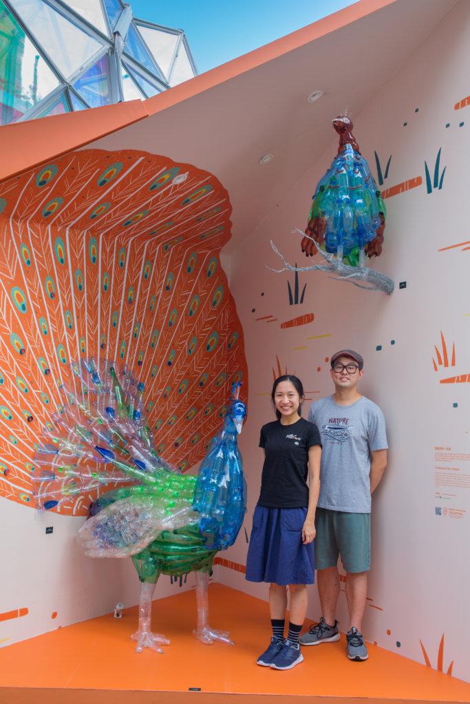 Aimee(左)、Chee Yee與他們的新作品《塑造生命-孔雀》