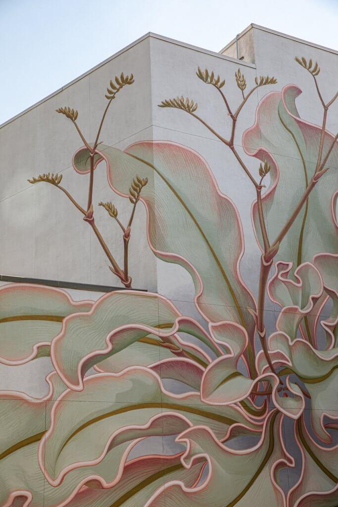 「Limonium(星辰花)」的延伸彷彿沒有盡頭,花從地面開始發芽,然後向屋頂騷首弄姿,佔據了整整6面牆。