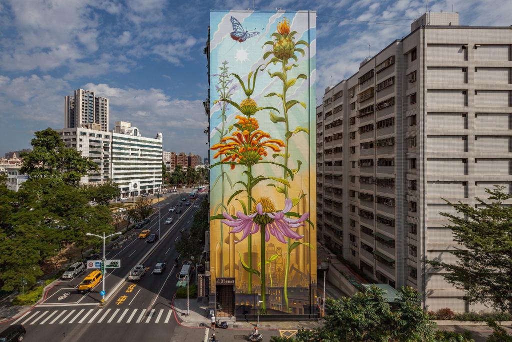 為高雄設計的紫錐花壁畫,象徵台灣人堅韌耐寒旱的特質。
