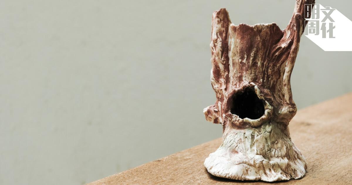 Dexter的陶藝作品《空心樹》取材於村內的樹木,希望呈現樹的價值。