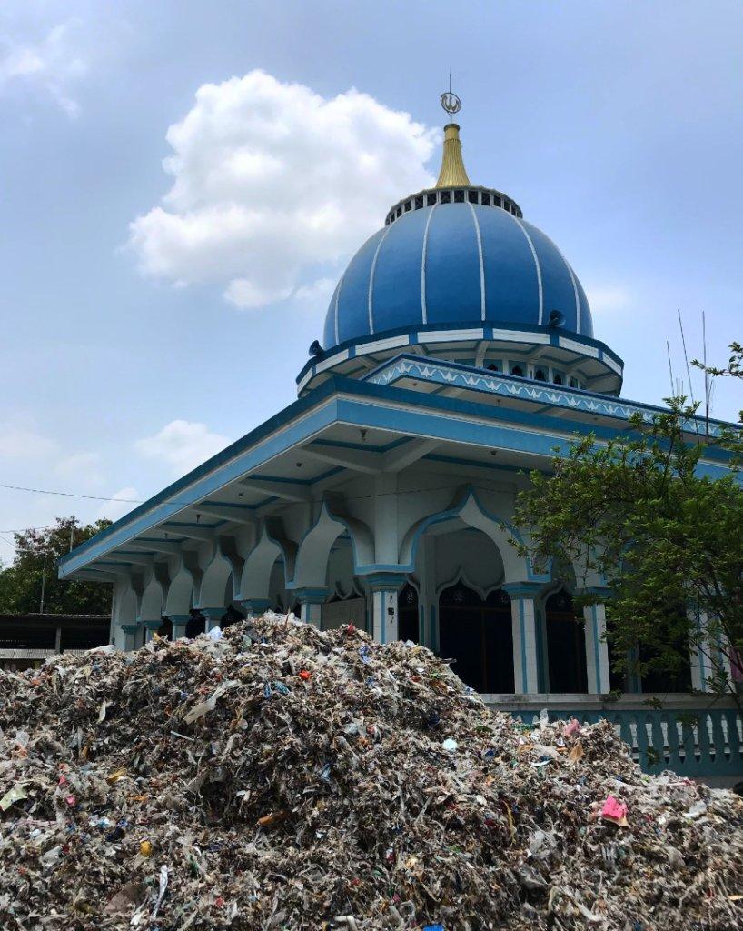 plastic-waste-outside-surabaya-indonesia-credit-stiv-wilson-the-story-of-plastic_2