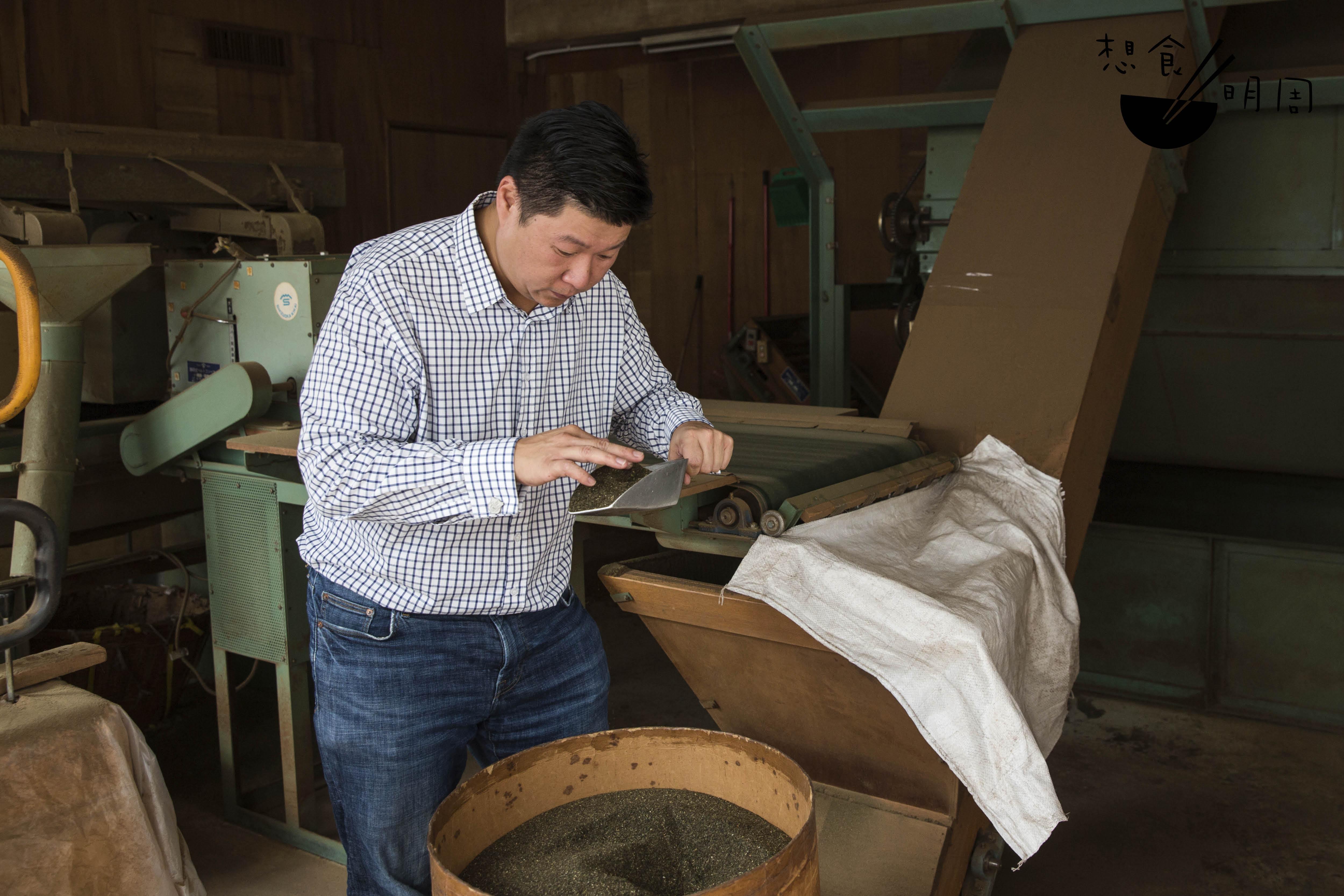 王廷接手公司約十年,曾親 身在不同部門工作,以了解 各營運工序。