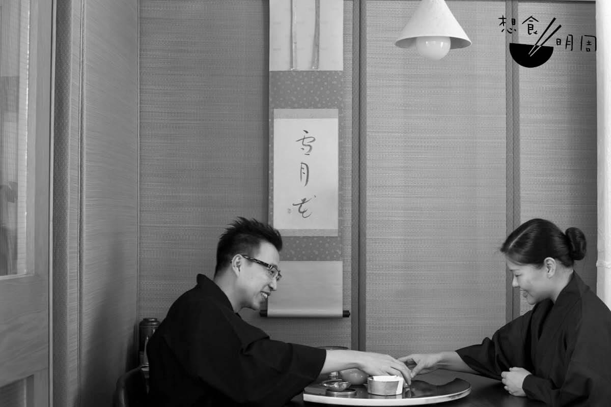Rita與Enders兩知音,閒來泡泡茶吃吃菓子,感受日本文化的細膩。