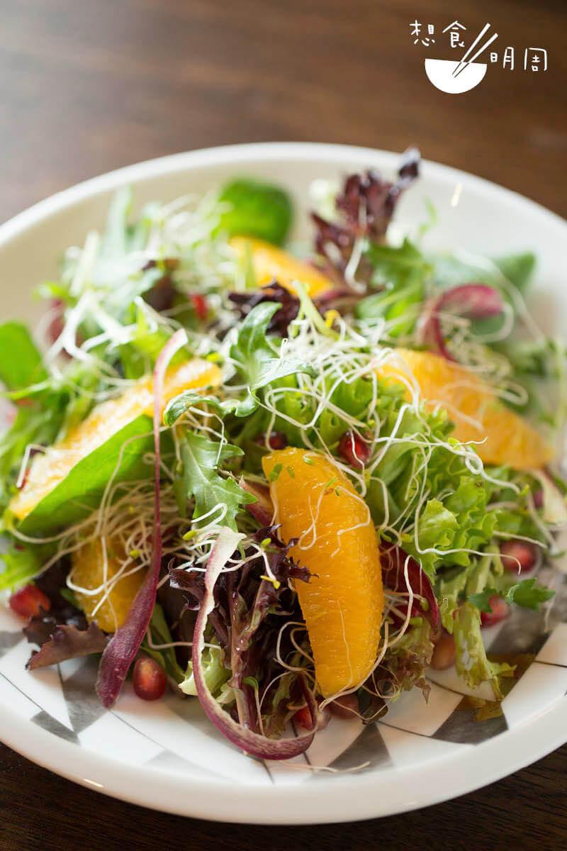 神石榴香橙苜蓿芽沙律 // 以鮮嫩蔬果組合而成的沙律,容易製作又有益,($78,Green Common)