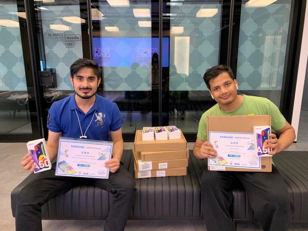 香港大學學生(左起:Muhammad Sheheryar Naveed、Utsav Raj)獲大專組冠軍,其作品「Pacifi App」為分析用家的壓力程度而設,透過圖形化數據為他們減壓。