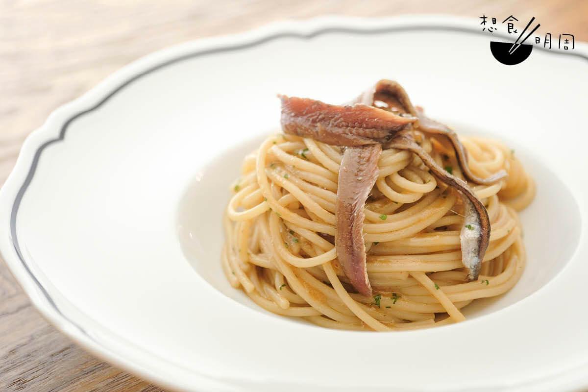 蒜香橄欖油意粉//用上意大利著名手工意粉品牌Mancini意粉,加入蒜香橄欖油、海鮮湯底、辣椒碎及鯷魚炒香,香濃美味。($250)