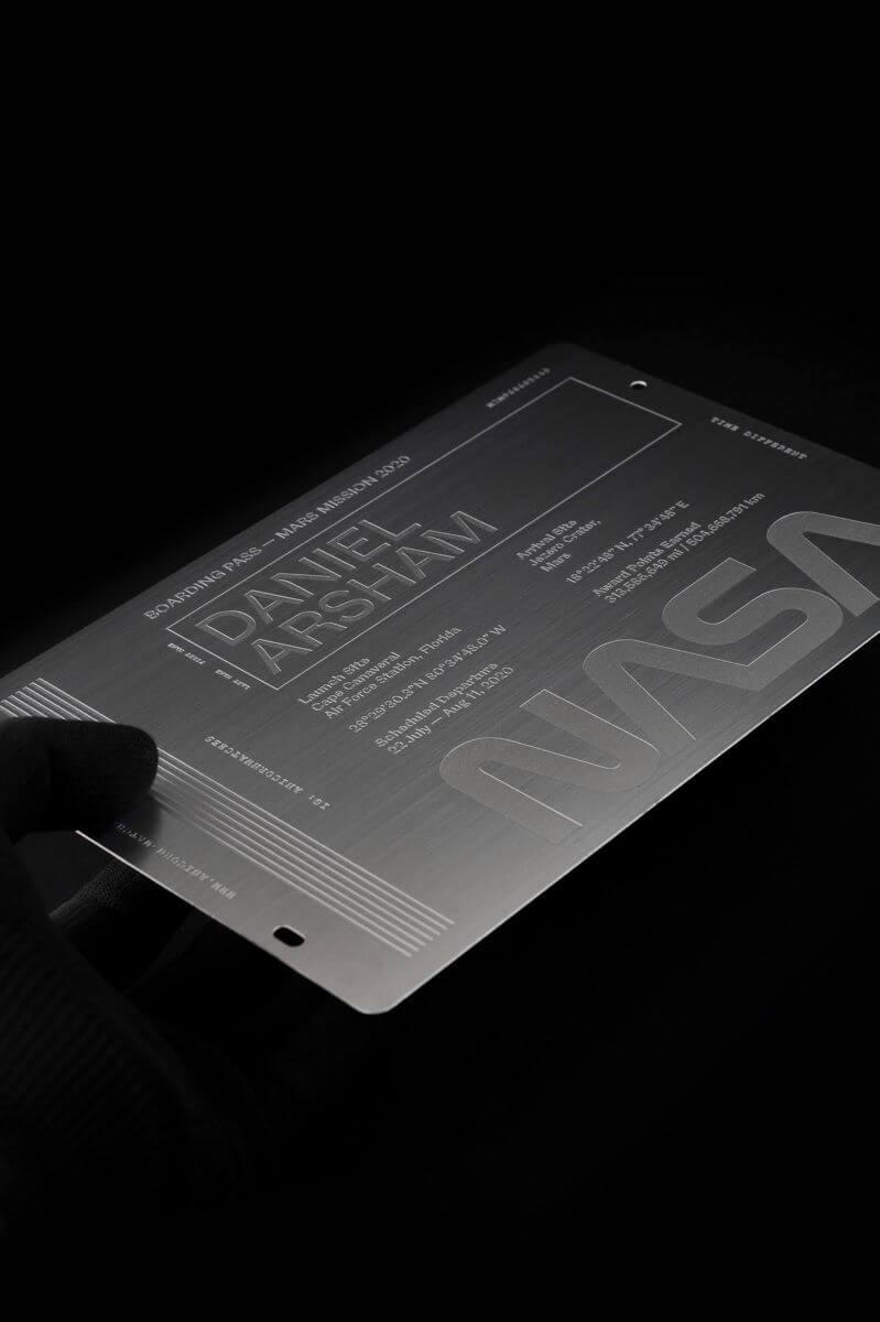 為宣傳新產品,Joe設計了一系列周邊商品,包括寄出特製的「火星邀請卡」給VIP客戶以及他欣賞的創作人。