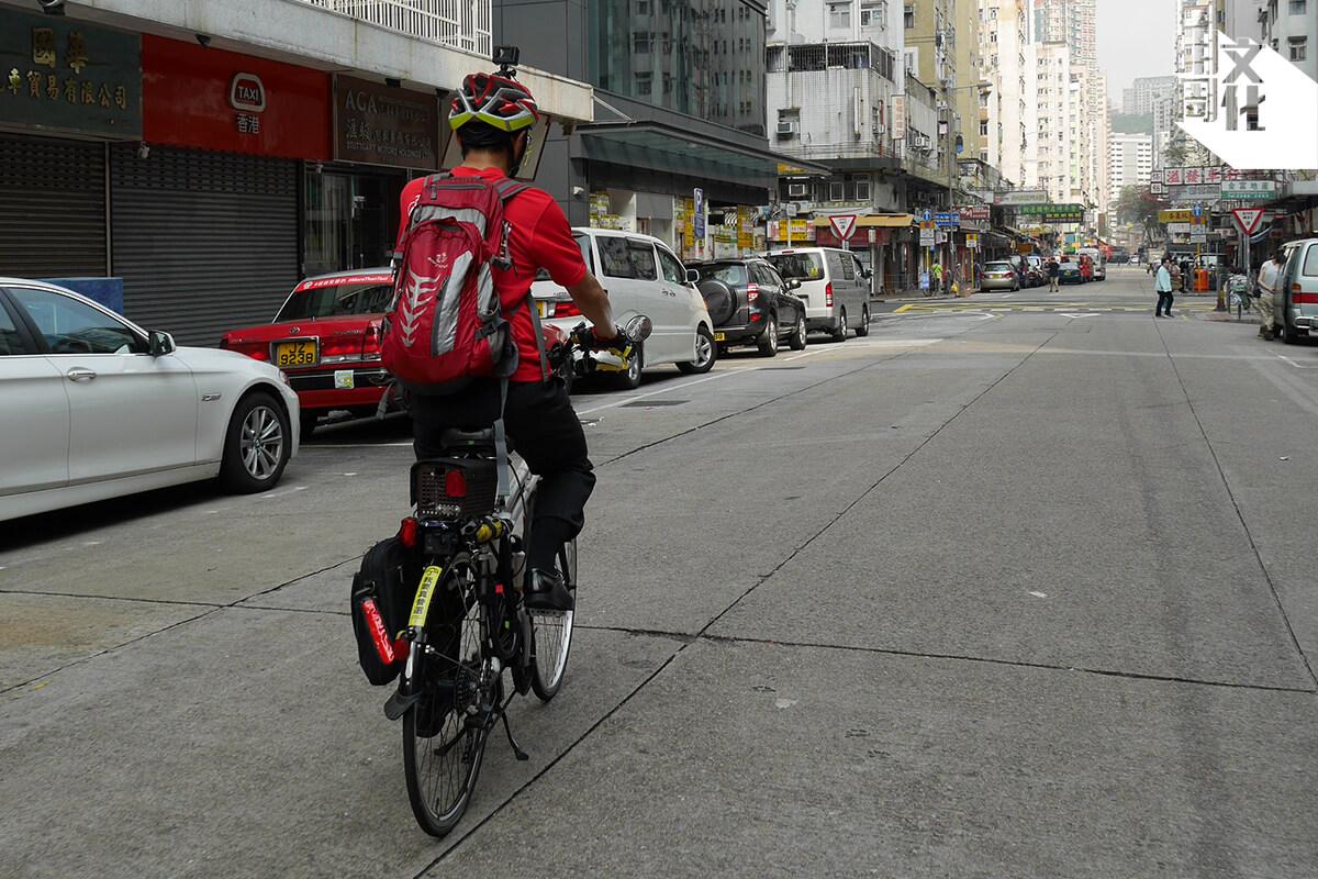 家良表示,有時踩到某些路段,就會禁止單車進入,最方便的路段都只留給汽車使用。