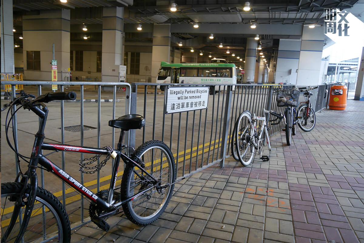 既然大圍車站附近長期都有違例泊單車的問題,是否應該改善泊車位不足的問題,而非只是禁止市民泊車?