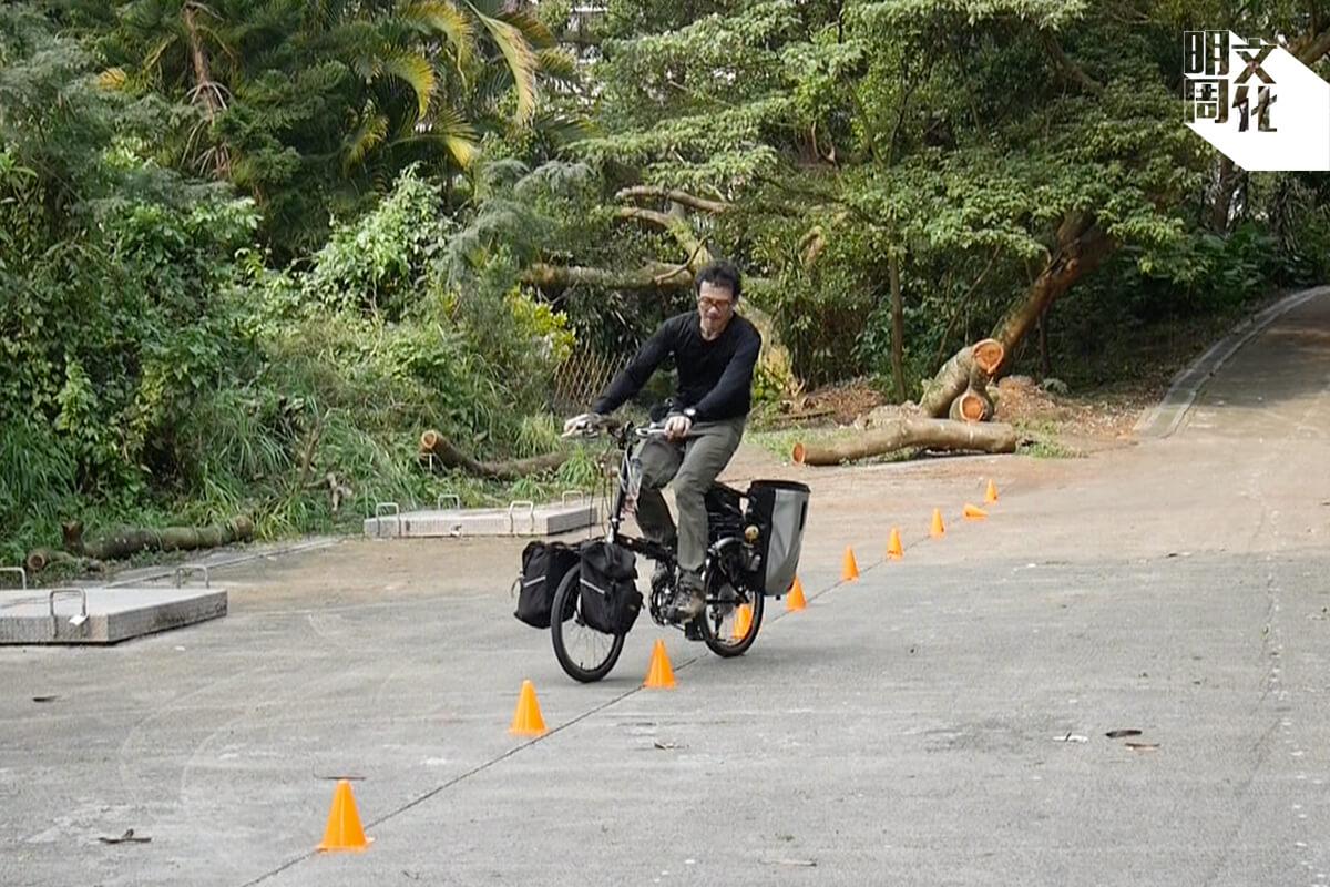 練習打八字有助控制單車手把,其實都要配合身體平衡力。