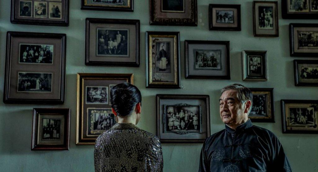 小說《第一爐香》以上世紀四十年代的香港為背景,呈現昔日上流社會的浮華生活,王安憶指改編時需要合乎時代和環境,譬如大宅氣派或家世情仇,相當考究。