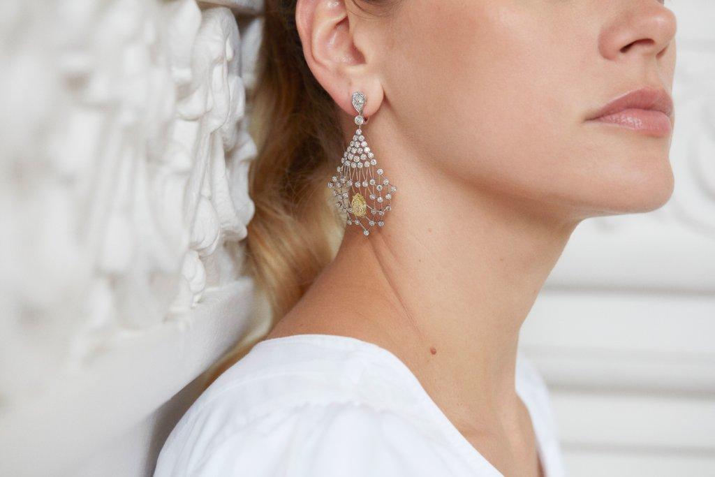 Lacis白金耳環展現光影美學
