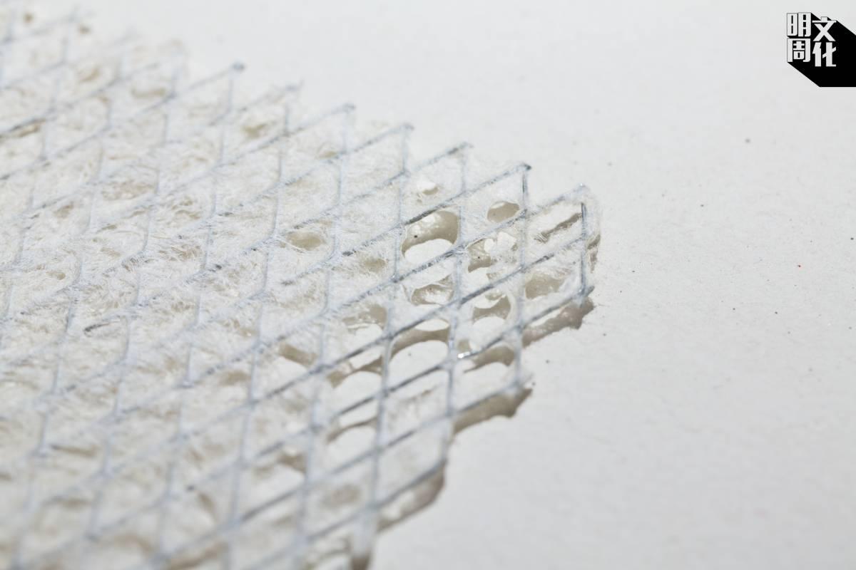 結合鐵絲網和紙的物料,可用於建造3D物件,如日本建築師隈研吾就曾用此技術用於展覽的室內設計。