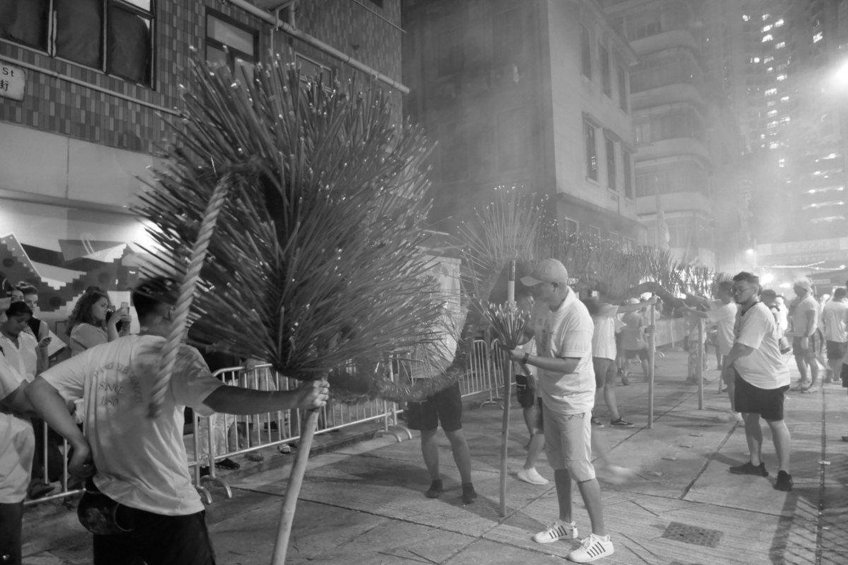 2019年9月12日,香港中秋節,大坑火龍在區內的街道中舞動。(照片由作者提供)