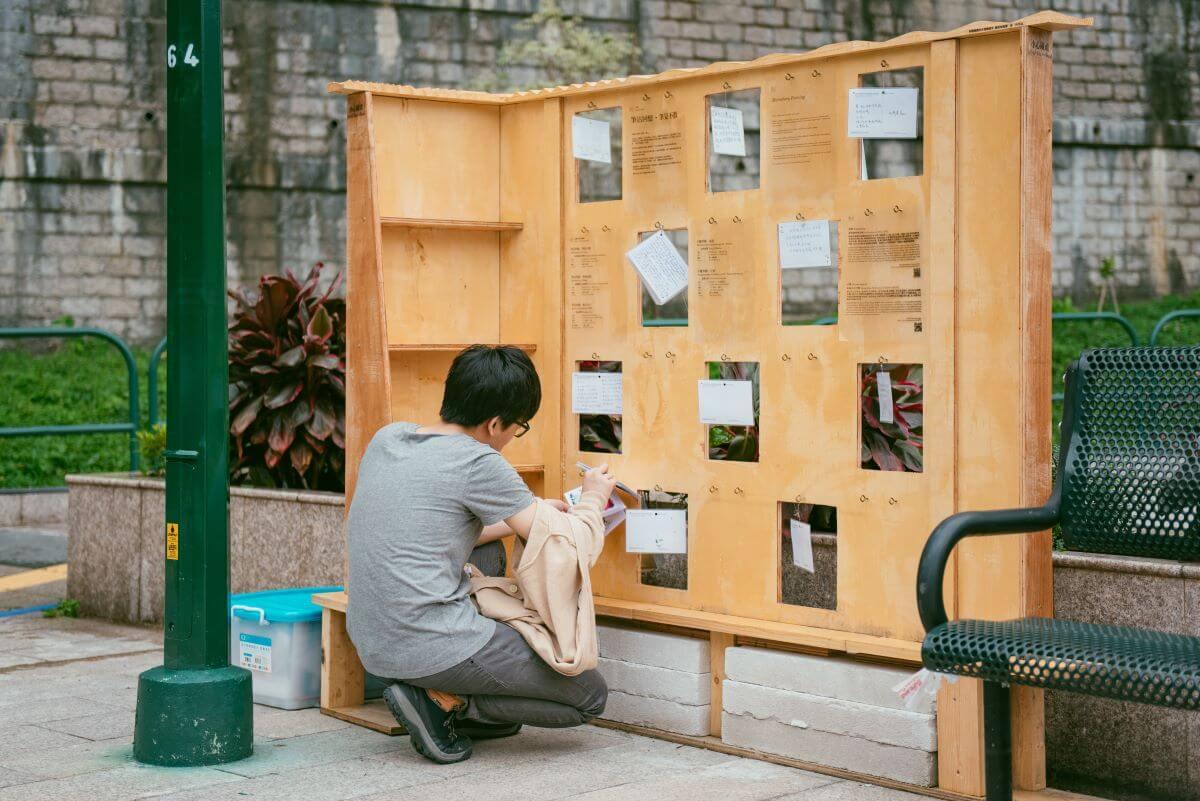 Anthony與曾琬嵐(Elaine)和莊澤炫(Jason)合作,位於九龍仔公園的社區故事收集裝置《Nostalgists》,請路人寫上自己的回憶,投進信箱,再由藝術家將眾人的故事重新編織。