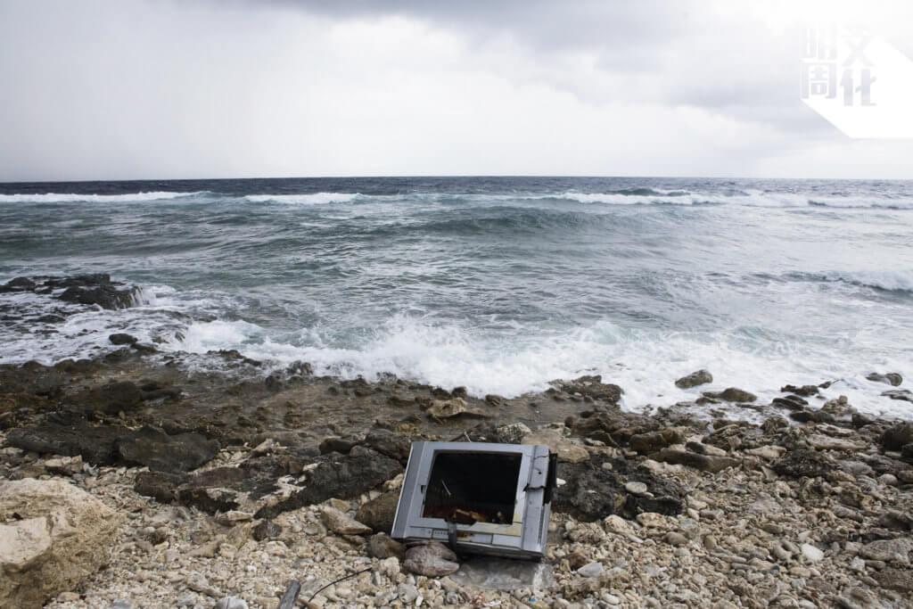 圖瓦魯沒有焚化爐,從先進國家進口的產品被棄置後,變成無法消化的垃圾。