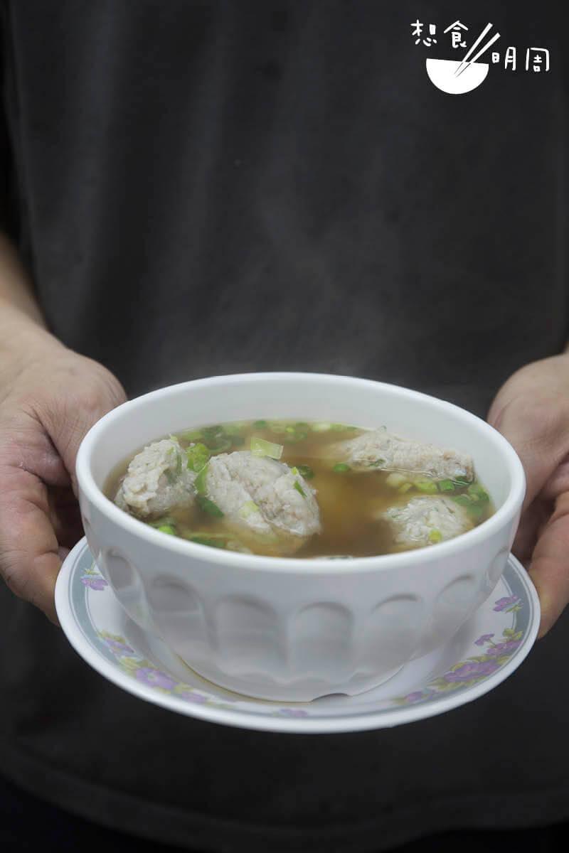 上湯陳皮鯪魚球 // 鯪魚球可炸可灼,但只有灼熟才能吃出鮮味。($50)