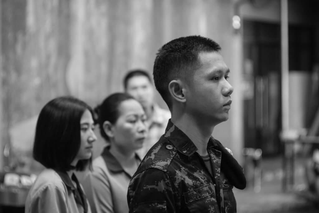 《Sunset》講軍人介入一位曾在外國留學的攝影師展覽,拿下看來並不「敏感」的相片,顯示泰國軍政府對知識份子的不信任。