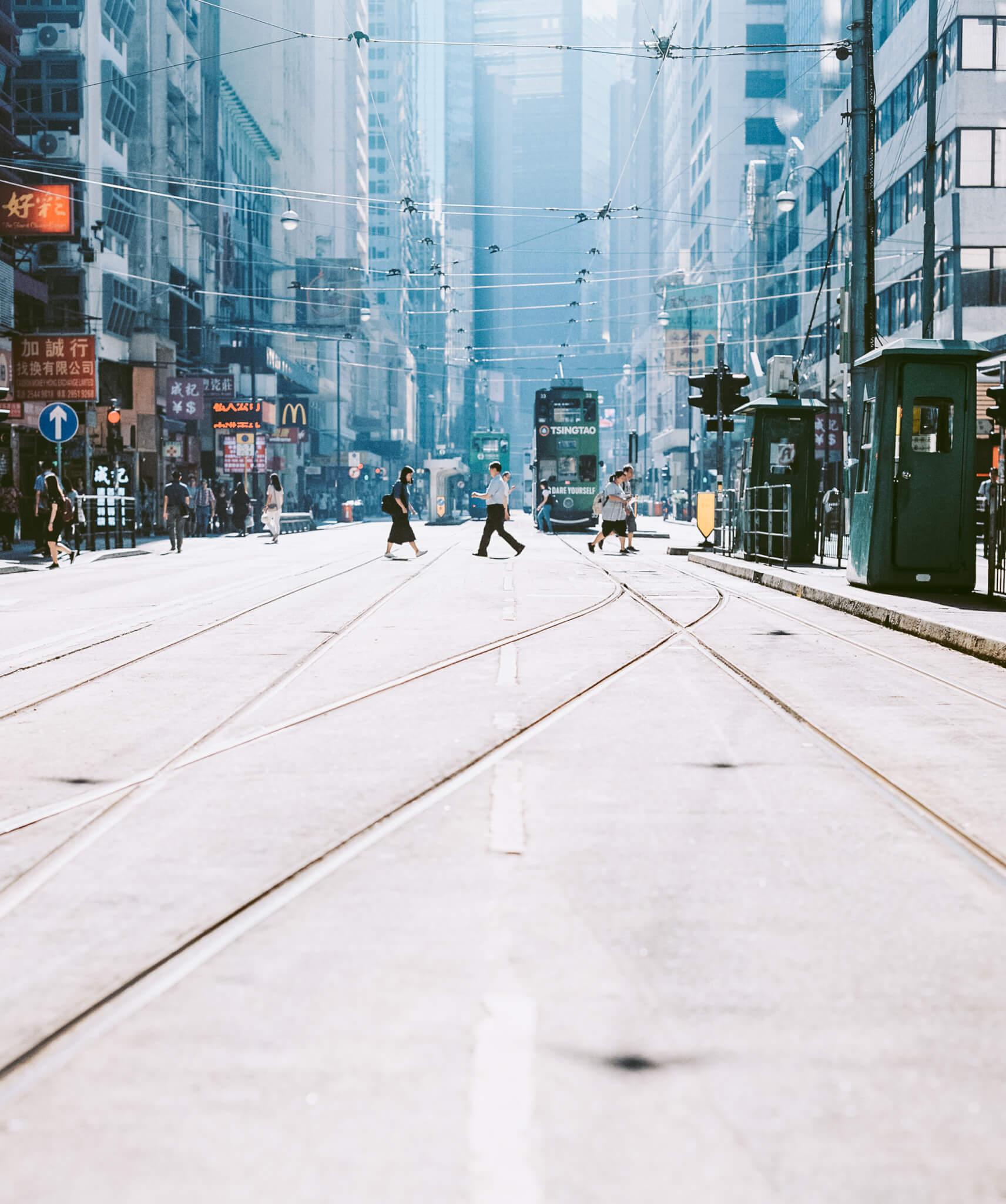 他以喜歡的西環、上環,為拍攝起點,發現沖曬出來的電車路照片很美,「不是exactly以前香港,是有點mix以前香港味道之餘,也有現時香港的景貌。」