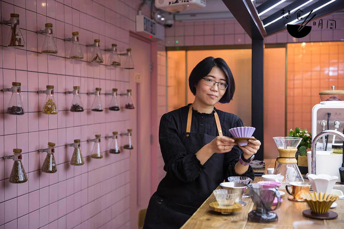 Cecilia笑言,近年咖啡濾杯愈出愈多,連一些甚有名氣的精品咖啡店,如哥本哈根的April Coffee Roaster,亦與比利時設計公司Serax合作推出自家濾杯。可是值得入手的卻不多,用家可先參考網上評價再作決定。