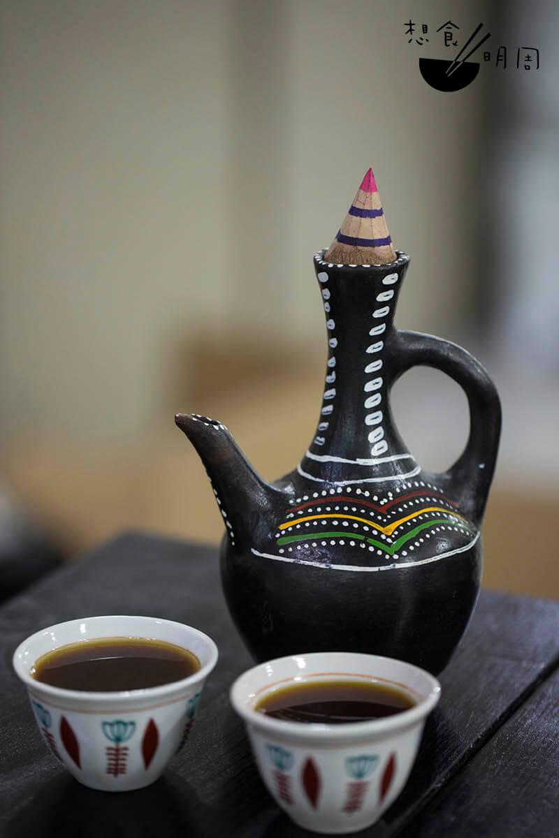 此為Jacob從埃塞俄比亞帶回來的咖啡陶壺。原來現時當地人依舊大多用這個方法煮咖啡。