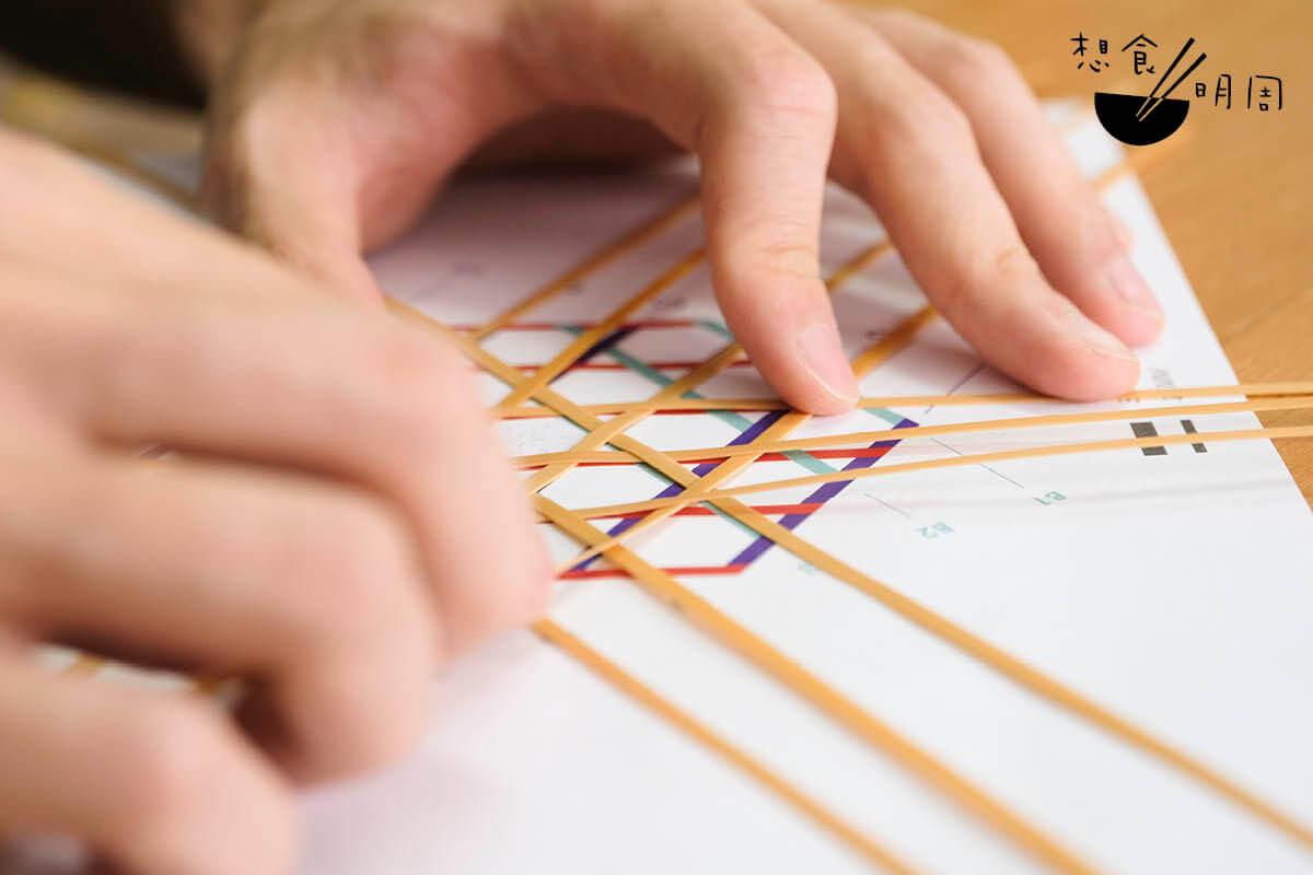竹藝編織自有一套邏輯。新手可照着圖紙編織學習,摸索出邏輯。