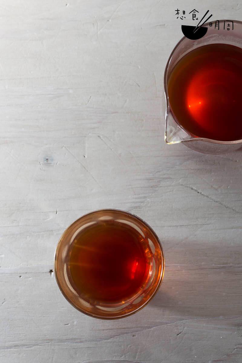 手沖咖啡//Rest Coffee Gin現時共有三款自家淺焙的單一產地咖啡豆作手沖用途,風味各有各精彩。客人可隨心在櫃子挑選喜歡的杯子飲用,增添興味。($80起/杯)