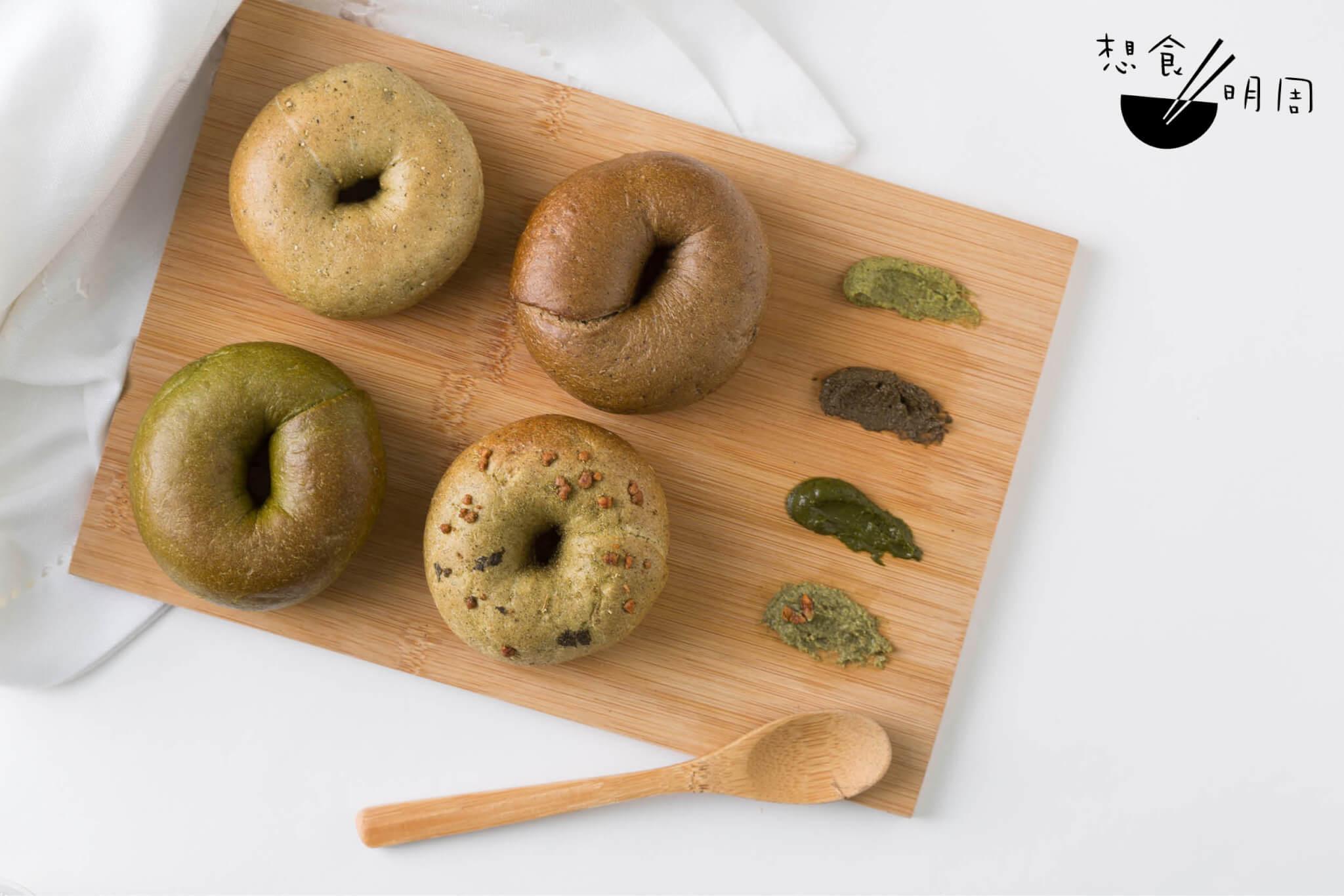 日本茶迷你Bagel組合 // 四包四醬,以抹茶、玄米茶、焙茶、棒茶組成。(@monsoon.bagel,$98)
