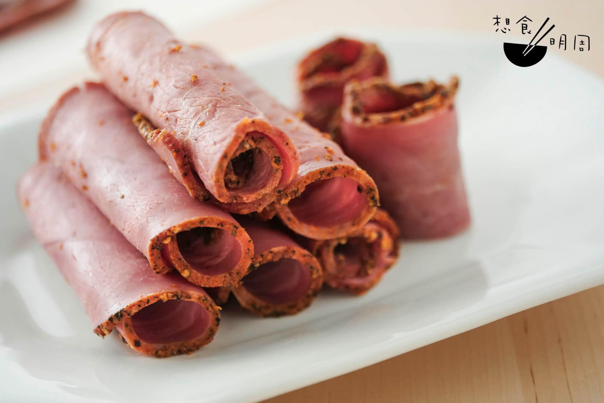 黑椒煙燻牛肉片 // 即開即食,濃郁惹味,建議切半,捲車厘茄以中和味道。($98)