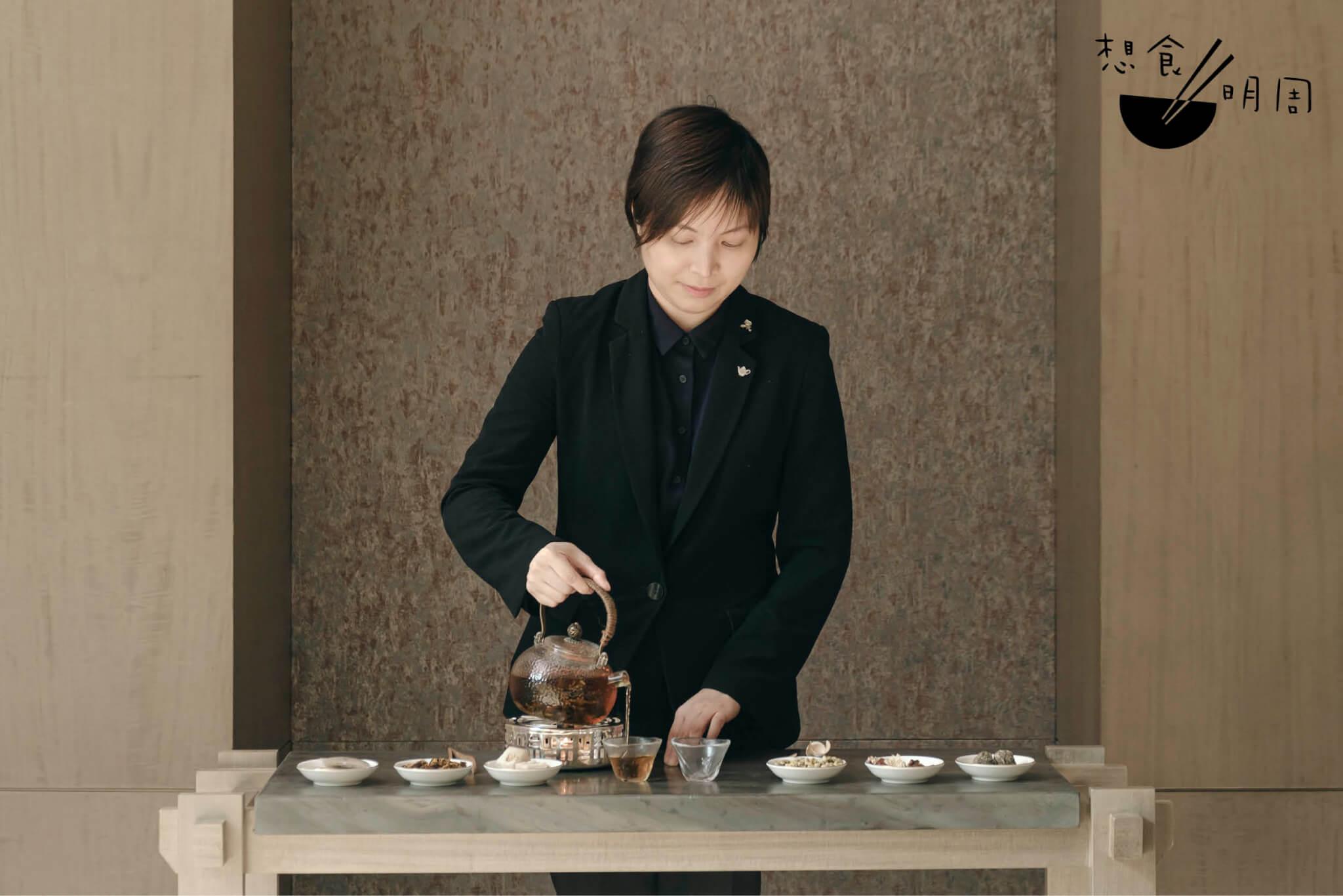 Kezia // 中菜廳「潤」的餐廳經理兼茶藝師