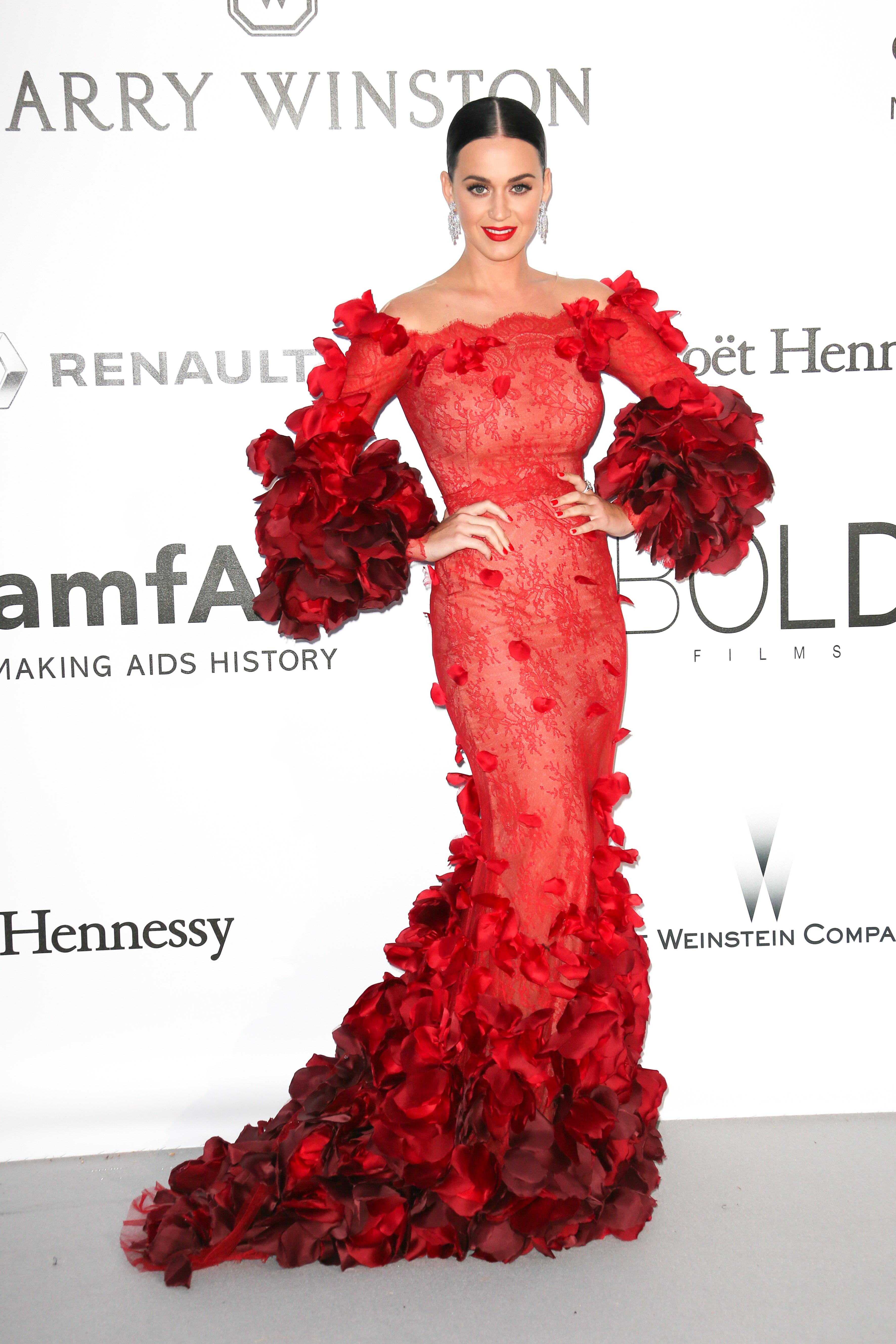 二〇一六年,Katy Perry穿上Marchesa晚裝出席amfAR Ball,其設計充滿法蘭明歌舞衣的影子。