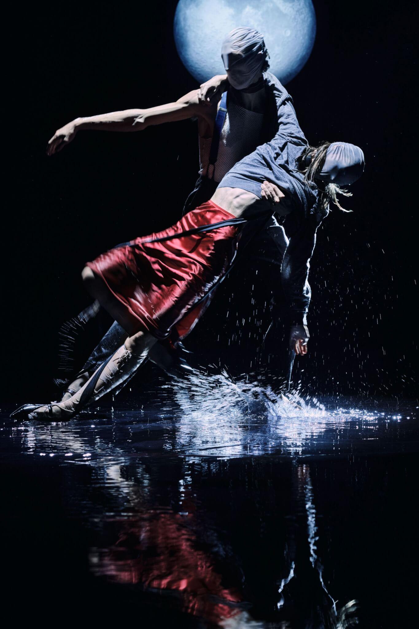 Maison Margiela二〇二一年春夏系列再度與Nick Knight合作,以探戈作為靈感拍攝影片。