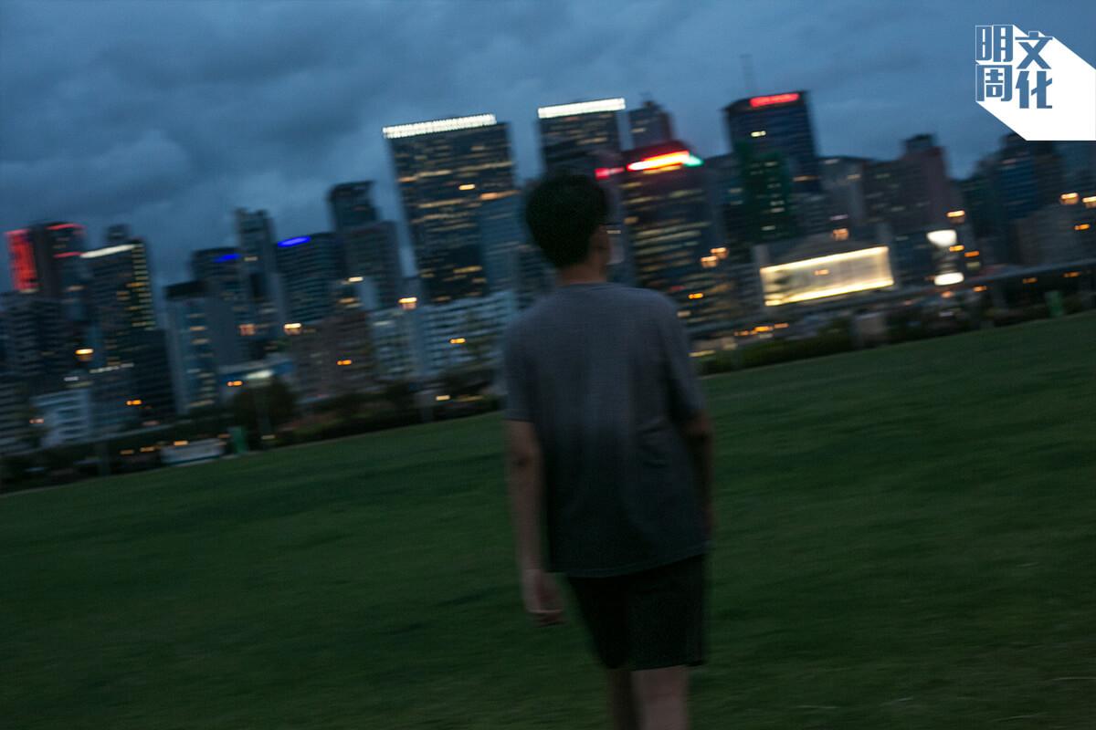 早前應考文憑試,Simon選擇用夜跑鍛鍊心志。今天,他已經是香港中文大學政治及行政學系的一年級生。
