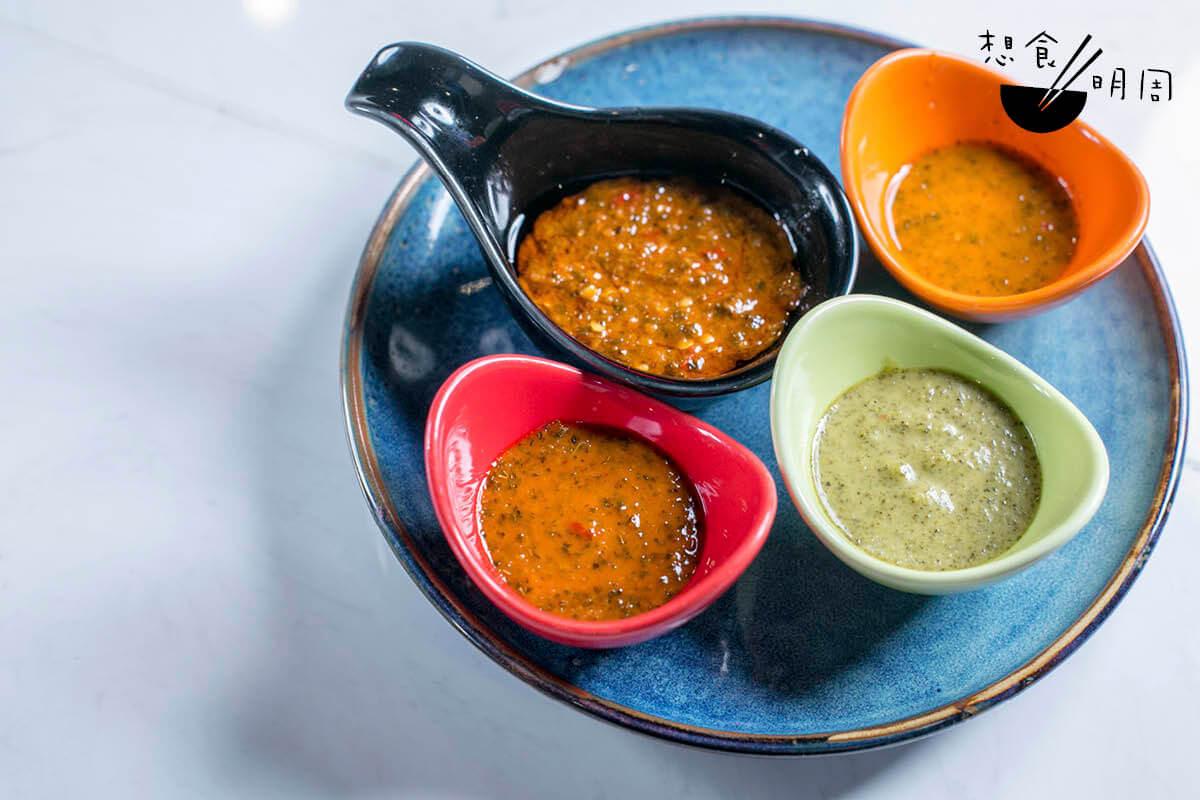 Jordan特地請來葡萄牙籍主廚,調配四款不同辣度的烤雞醬。