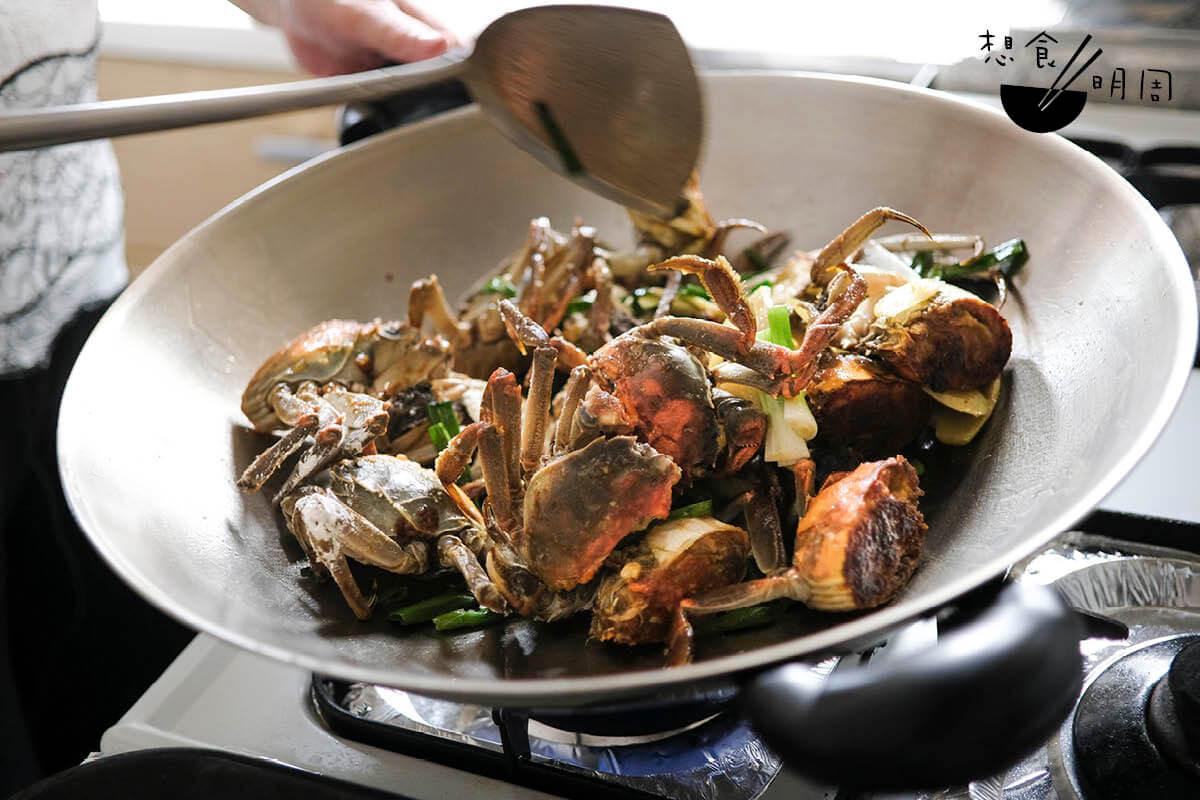 「江南麵拖蟹」是上海經典的家常菜。湯太說,香港的上海菜館幾乎都不做這道菜。
