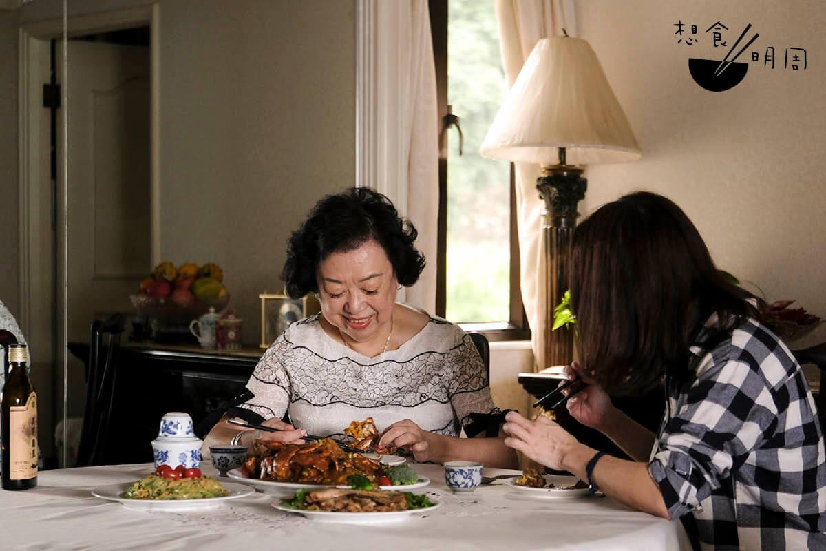 中秋節過後,雌蟹當造,湯太便會為家人做這道菜。
