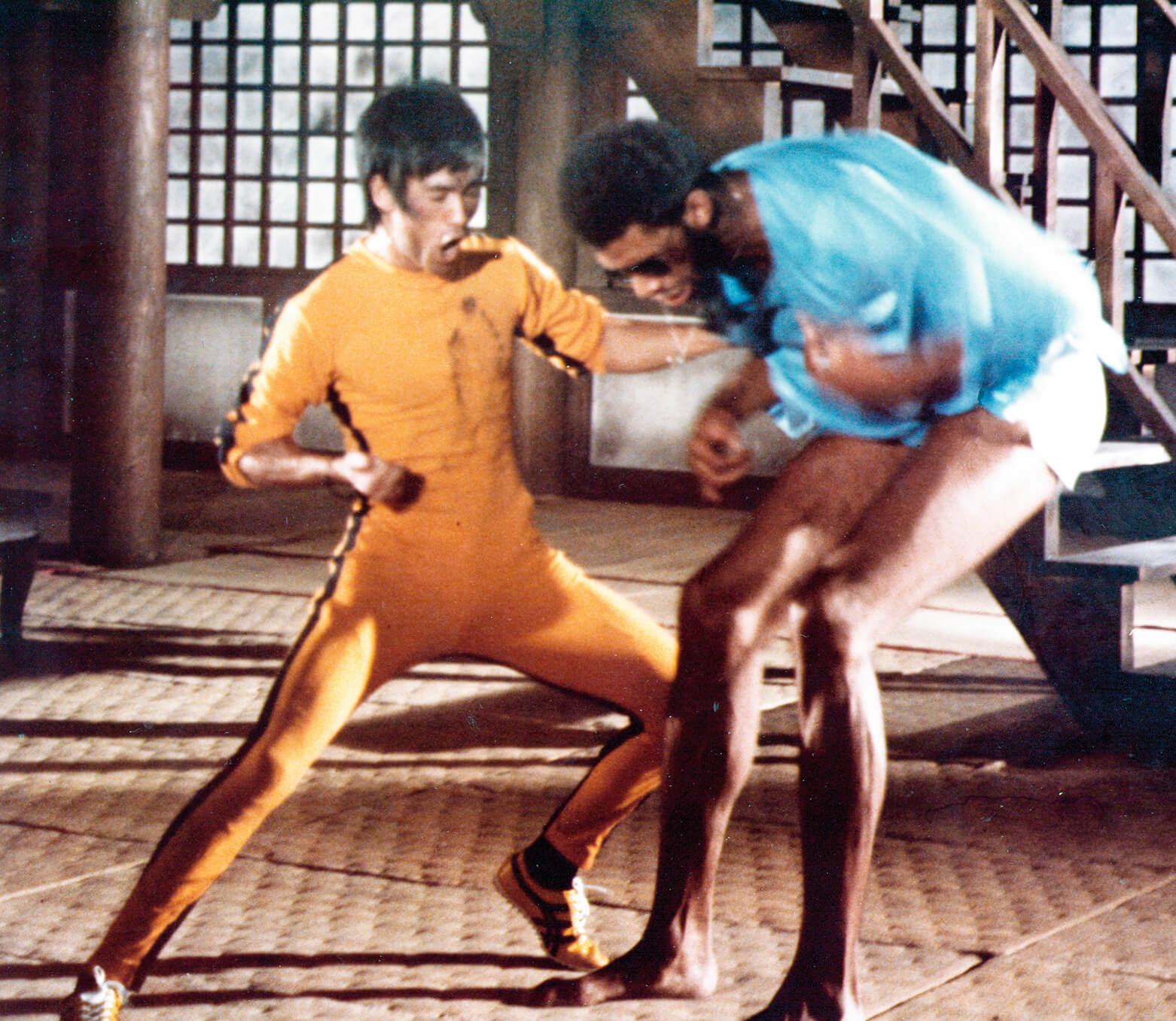 """《死亡的遊戲》裏李小龍穿的是黃色的疑似""""MoonStar"""" 波鞋。"""