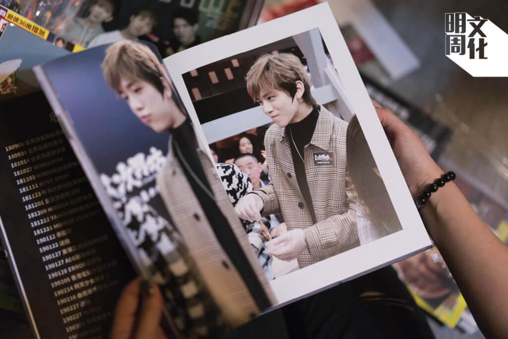 姜糖自資出版的出道一周年紀念相冊,記錄了五十五場活動,見證「姜B」的成長歷程。
