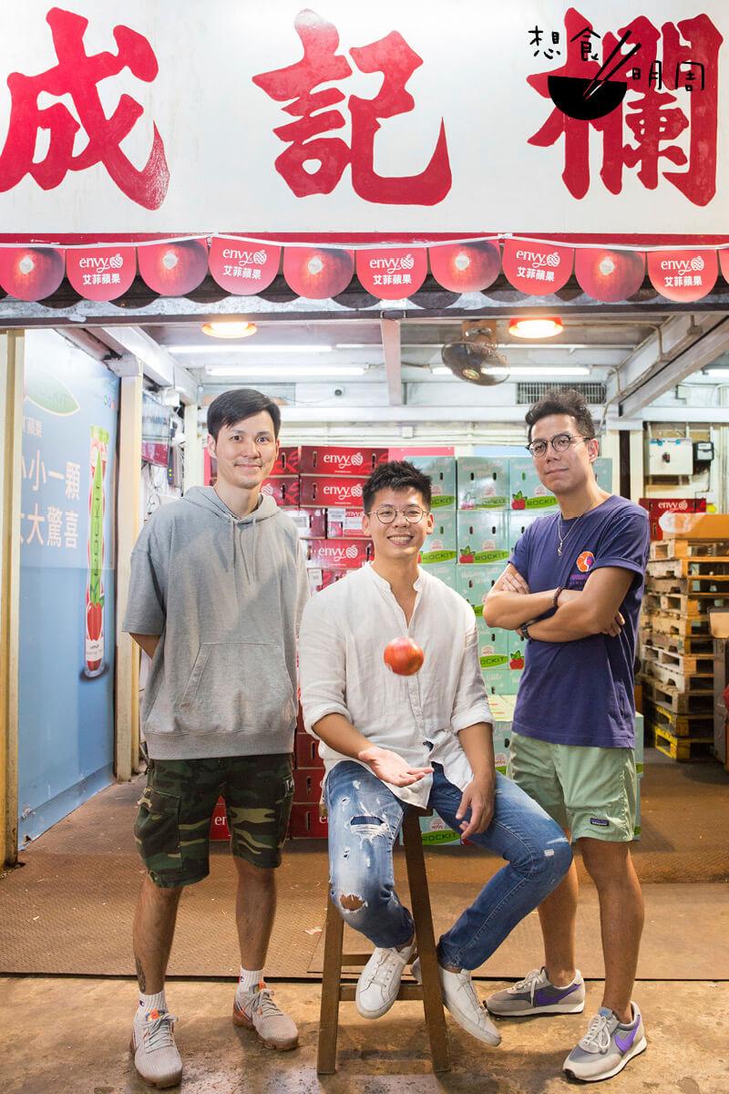 「果三代」Sam(中)與他的工作團隊,希望為香港人帶來有質素的新西蘭蘋果,更視水果為一門專業。