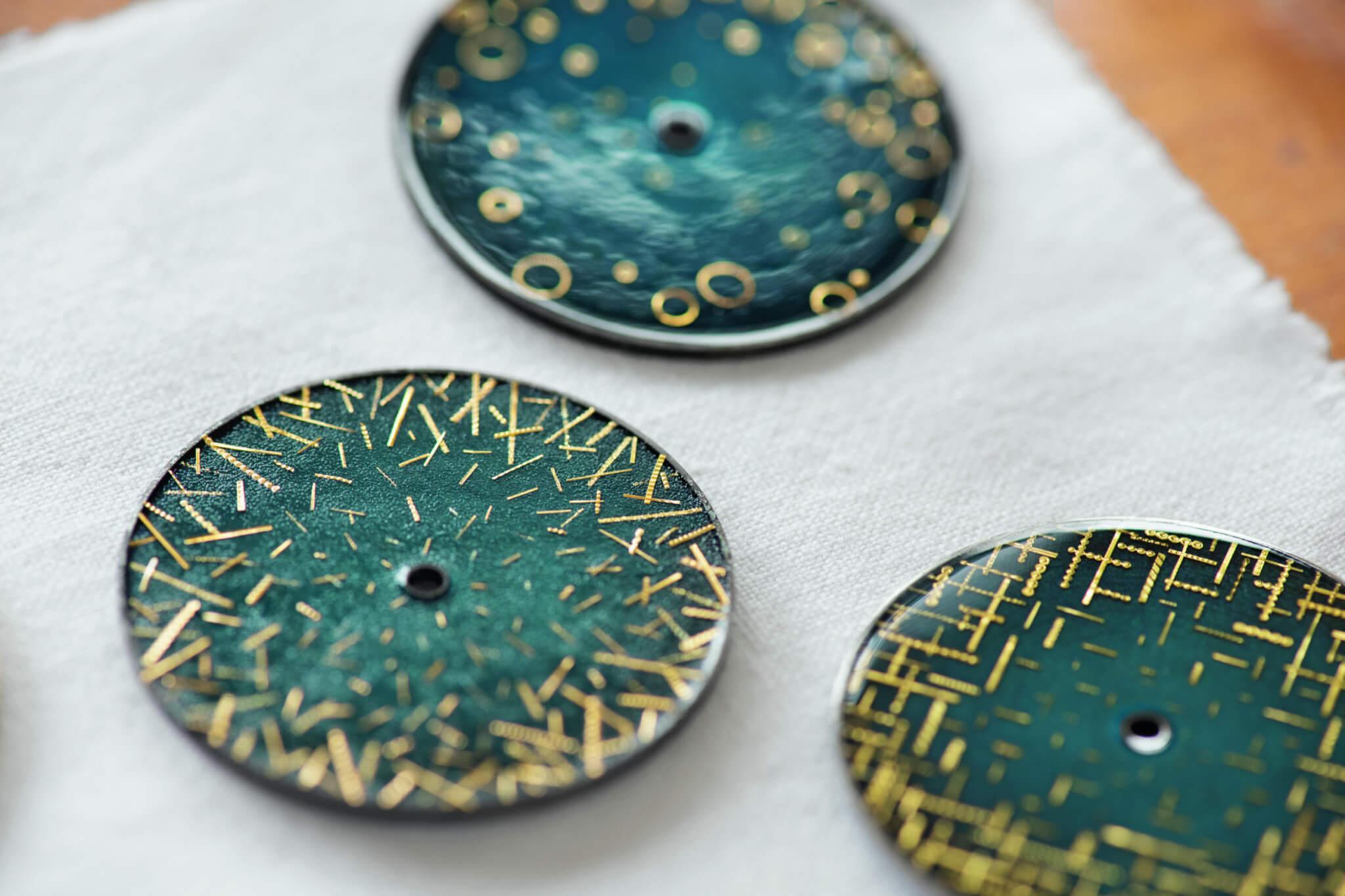 三款「大明火」琺瑯錶面都是以上百年古董金片進行裝飾,懂得此技藝的工匠寥寥可數。