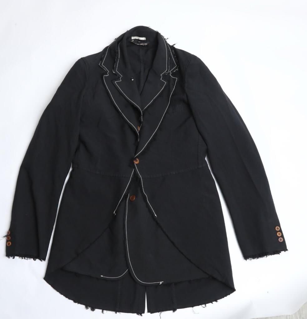 Comme des Garcons Homme Plus的雙層西裝。($1,900)