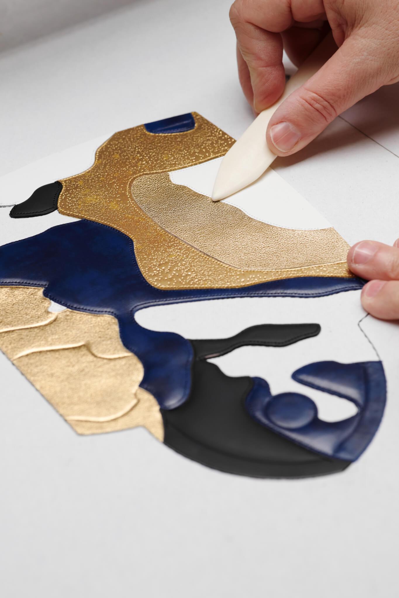 由趙趙設計的手袋,製作過程繁瑣複雜,對工藝的要求非常高。