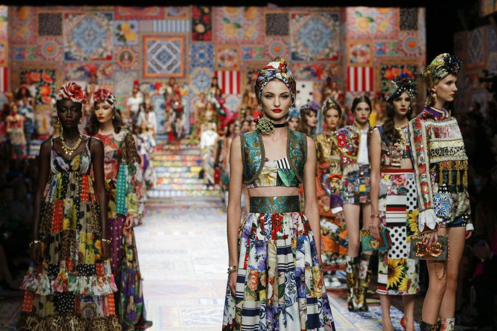 dolcegabbana_woman-fashion-show-ss21_finale-2