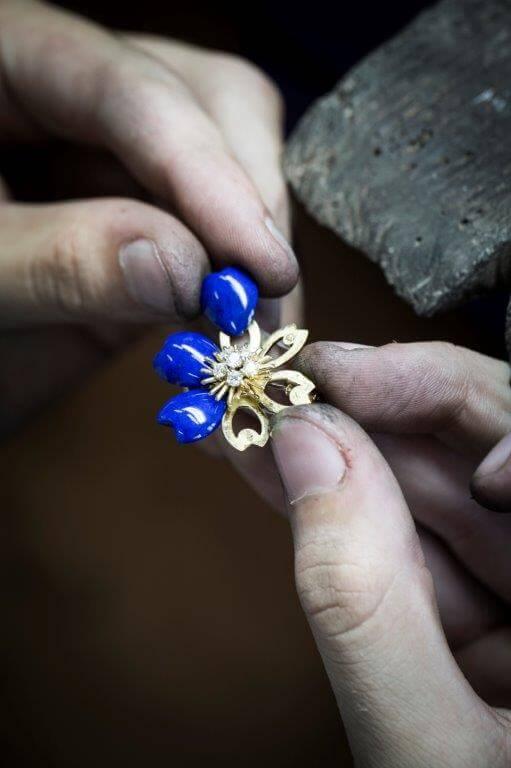 rose_de_noel_workshop_assembling_lapis_lazuli_1394210