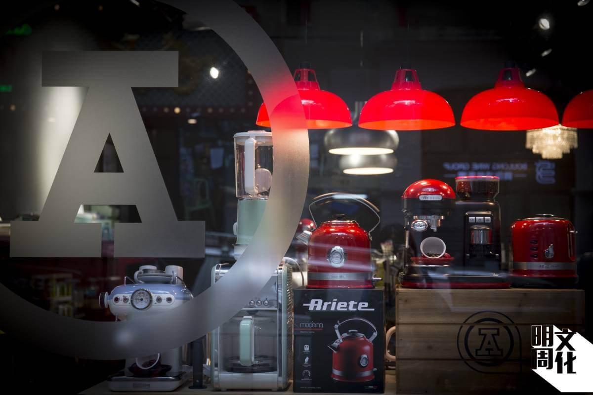 紅A最近於中環開設首間概念店,售賣自家商品及代理品牌產品,每個多月便會轉換主題。