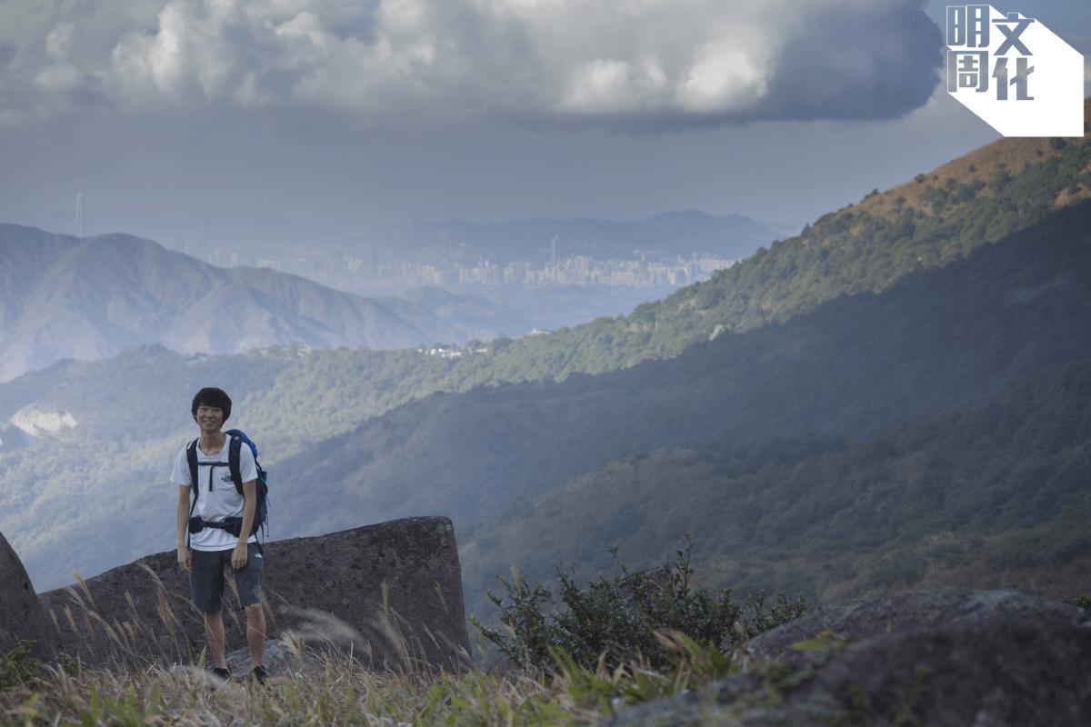 經常行山的Kelvin,領着記者和攝影師,到大帽山少人到訪的山野。