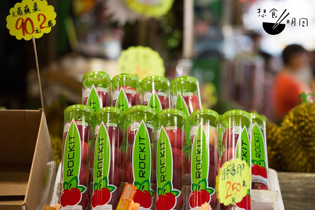 近年,「一筒筒」的小蘋果在香港嶄露頭角,街市、超市都常見它的蹤影。